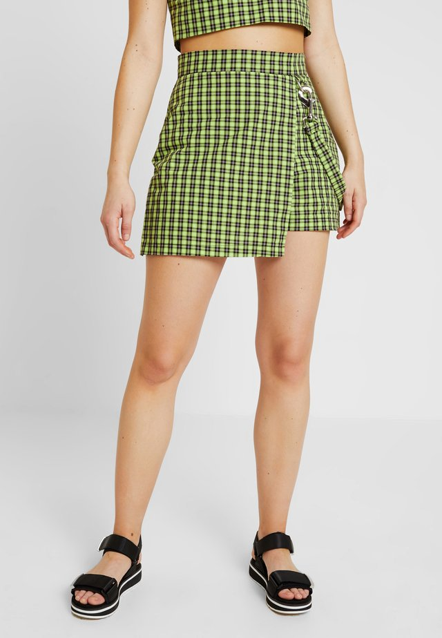 CHECK WRAP OVER SKORT WITH STRAP - Shorts - lime/black