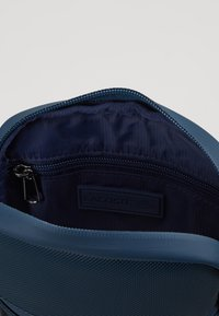 Lacoste - FLAT CROSSOVER BAG - Across body bag - reflecting pond - 4