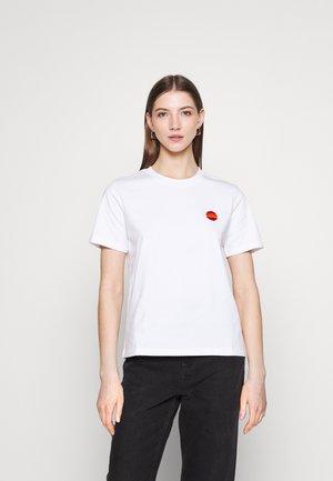VIOLET SUN EMBROIDERY BOXY TEE - Jednoduché triko - bright white
