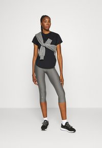 Under Armour - SPORT HI LO  - T-shirt basic - black - 1