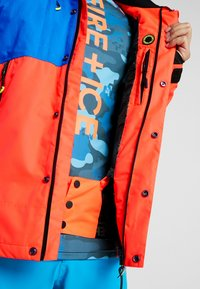 Superdry - MOUNTAIN JACKET - Laskettelutakki - hazard orange/acid cobalt - 7