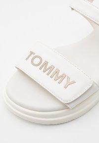 Tommy Hilfiger - Sandalen - white/platinum - 5
