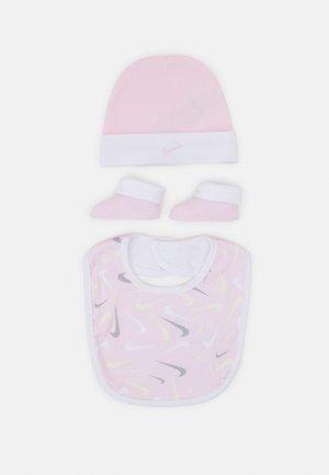 HAT BIT BOOTIE SET - Beanie - pink foam