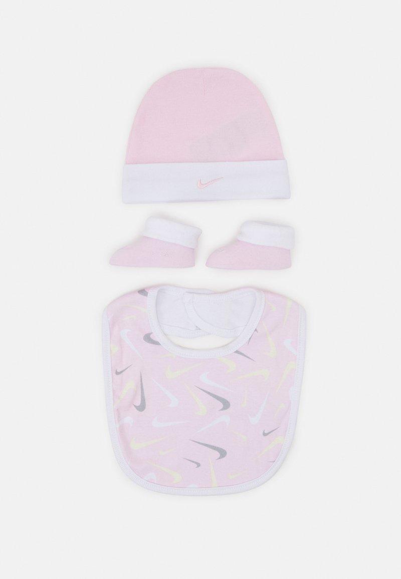 Nike Sportswear - HAT BIT BOOTIE SET - Muts - pink foam