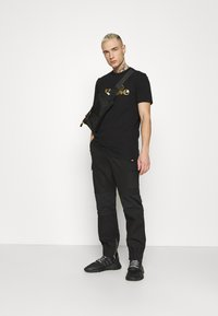 Ellesse - MAGI - Print T-shirt - black - 1