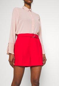 NAF NAF - ELIPSTICK - Shorts - lipstick - 3