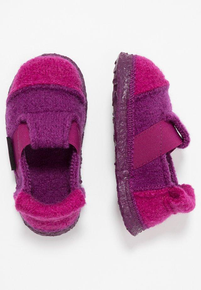BERG - Slippers - bordeaux