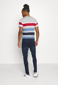 Brave Soul - MADISONCHARC - Jeans Tapered Fit - dark blue wash