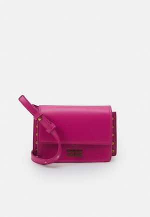 CHARMS CROSSBODY - Across body bag - fuxia