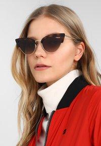 VOGUE Eyewear - Solbriller - havana/pale gold-coloured - 1