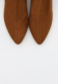 ONLY SHOES - ONLBRODIE LIFE STACKED BOOT  - Kozačky nad kolena - cognac - 5