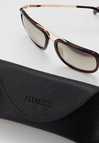 Guess - Sluneční brýle - havana - 2