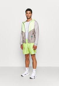 Nike Performance - TRAIL WINDRUNNER  - Veste de running - lemon twist/moon fossil/college grey/bright spruce - 1