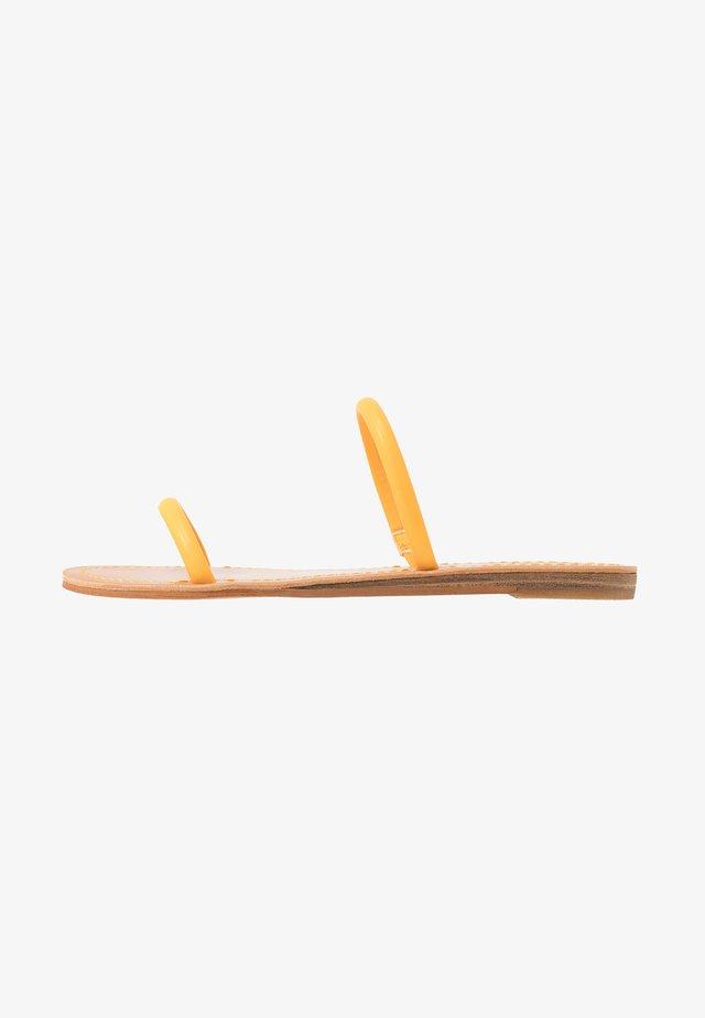 DARLA - Pantolette flach - tangerine