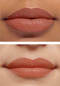 IsaDora - LIQUID BLEND SOFT MATT LIP COLOR - Liquid lipstick - rust brown - 3