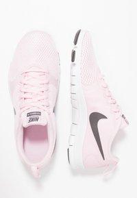 Nike Performance - WMNS NIKE FLEX ESSENTIAL TR - Sportovní boty - pink foam/thunder grey/pale pink - 1