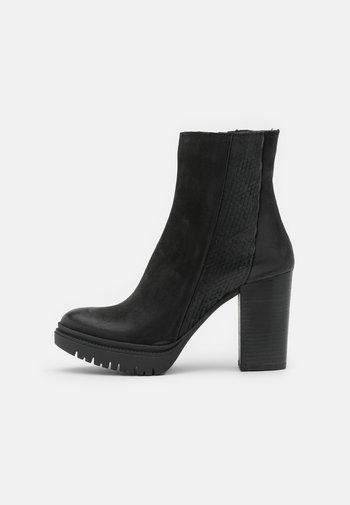 JANICE - Platåstøvletter - morat/python black