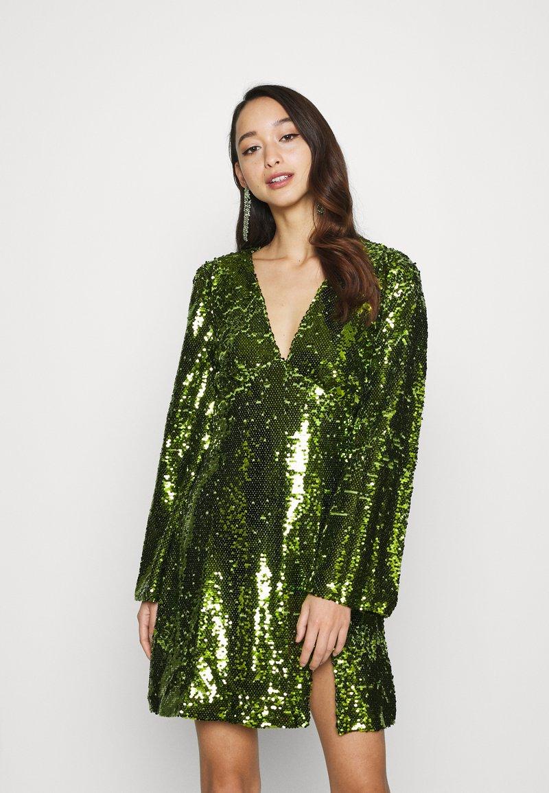Fashion Union - THUMBELINA - Cocktailkjoler / festkjoler - green