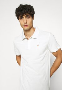 TOM TAILOR - BASIC WITH CONTRAST - Poloshirts - off white - 4