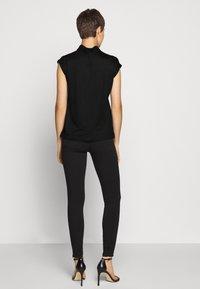 DRYKORN - NAMIRA - Basic T-shirt - schwarz - 2
