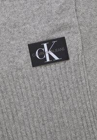 Calvin Klein Jeans - BASIC SCARF - Scarf - grey - 2