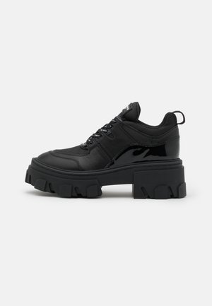 BASKETS AVEC GROSSE SEMELLE - Trainers - black
