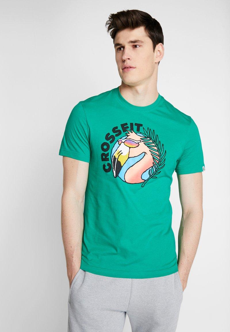 Reebok - FUNKY FLAMINGO CROSSFIT GRAPHIC TEE - Tekninen urheilupaita - emerald