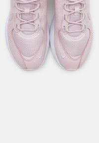 Nike Sportswear - AIR MAX VERONA - Sneakersy niskie - barely rose/white/metallic silver - 5