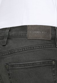 Michael Kors - MENS PARKER - Slim fit jeans - washed black - 3