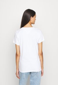 Tommy Jeans - OUTLINE FLAG TEE - T-shirt print - white