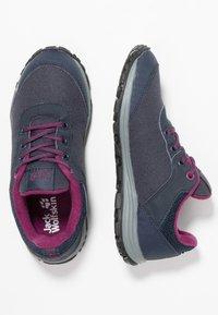 Jack Wolfskin - KIWI LOW - Trekingové boty - dark blue/purple - 0