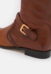 Alberta Ferretti - RIDING - Kovbojské/motorkářské boty - brown - 6