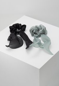 Pieces - PCJISA BOW SCRUNCHIE 2 PACK  - Hair Styling Accessory - black/feldspar - 0