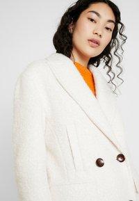 Topshop Tall - KIM BOUCLE - Zimní kabát - ivory - 3
