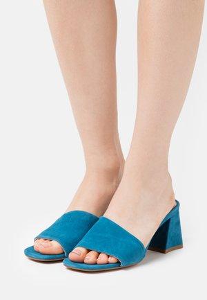 TED MULE - Pantofle na podpatku - steel blue