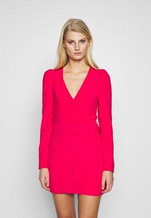 WOVEN PUFF SLEEVE BELTED BLAZER DRESS - Hverdagskjoler - pink