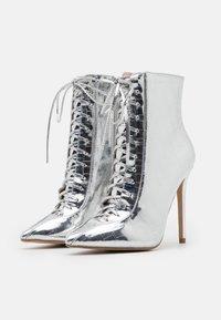 BEBO - SAVIOUR - Kotníková obuv na vysokém podpatku - silver - 2