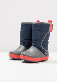 Crocs - LODGEPOINT BOOT RELAXED FIT - Vysoká obuv - navy/slate grey - 2