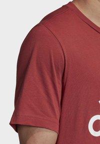 adidas Performance - MUST HAVES BADGE OF SPORT T-SHIRT - Camiseta estampada - red - 6