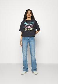 Wrangler - Flared jeans - dusty mid - 1