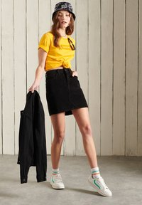 Superdry - CORE LOGO - Print T-shirt - springs yellow - 0