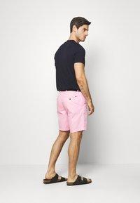 Tommy Hilfiger - BROOKLYN LIGHT BELT - Shorts - pink - 2