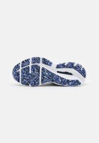 Mizuno - WAVE INSPIRE 17 - Løbesko stabilitet - blackened pearl/violet blue - 4