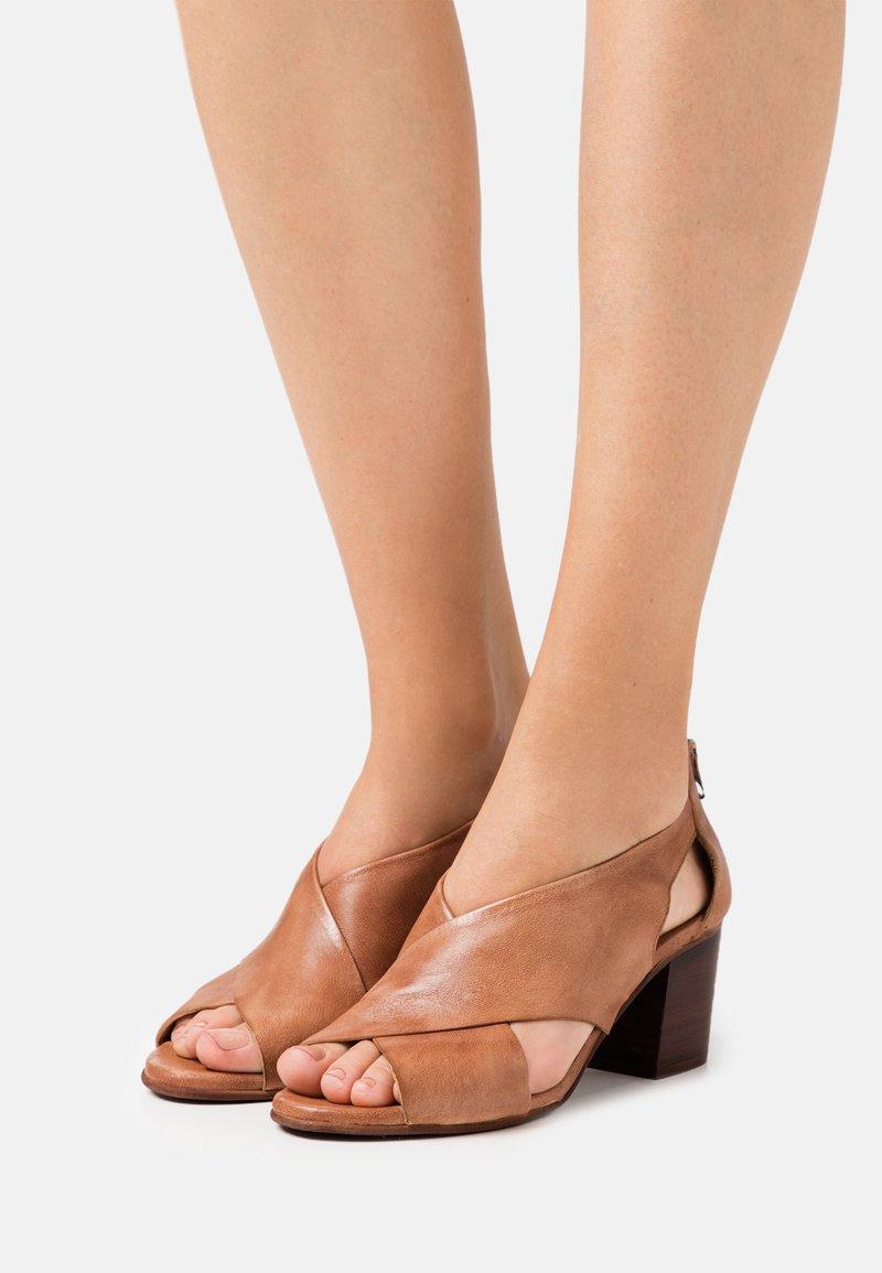 Felmini Wide Fit - ARLENE - Sandals - tierra