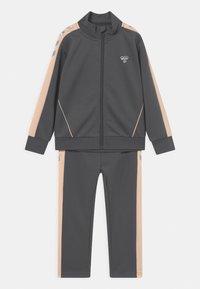 Hummel - DROP UNISEX - Trainingsanzug - dark grey/light pink/silver-coloured - 0