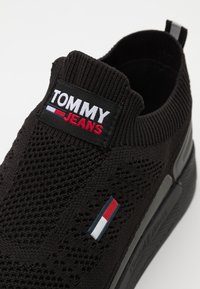 Tommy Jeans - FLEXI RUNNER - Trainers - black - 5