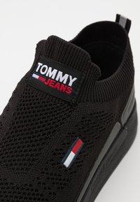 Tommy Jeans - FLEXI RUNNER - Matalavartiset tennarit - black - 5
