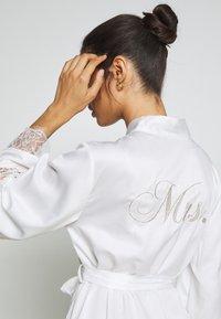 Hunkemöller - KIMONO - Dressing gown - off white - 3