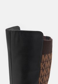 MICHAEL Michael Kors - RIDLEY BOOT - Over-the-knee boots - black/brown - 6