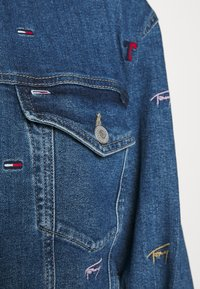 Tommy Jeans - TRUCKER JACKET - Denim jacket - denim light - 7
